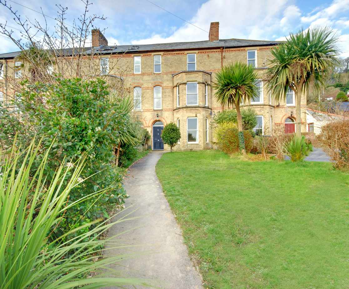 This spacious and elegant Victorian townhouse is just a short uphill walk from the centre of the popular village of Braunton