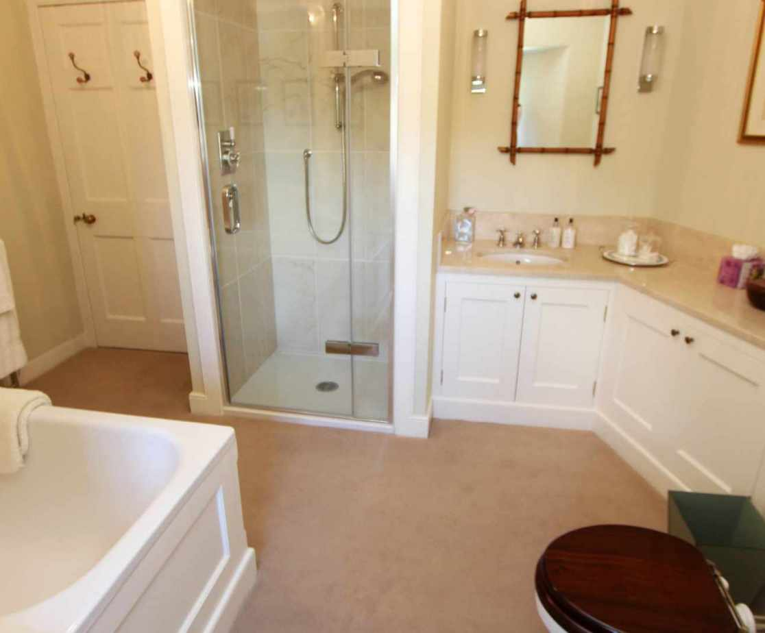 En-suite bathroom to the \'Master\' bedroom