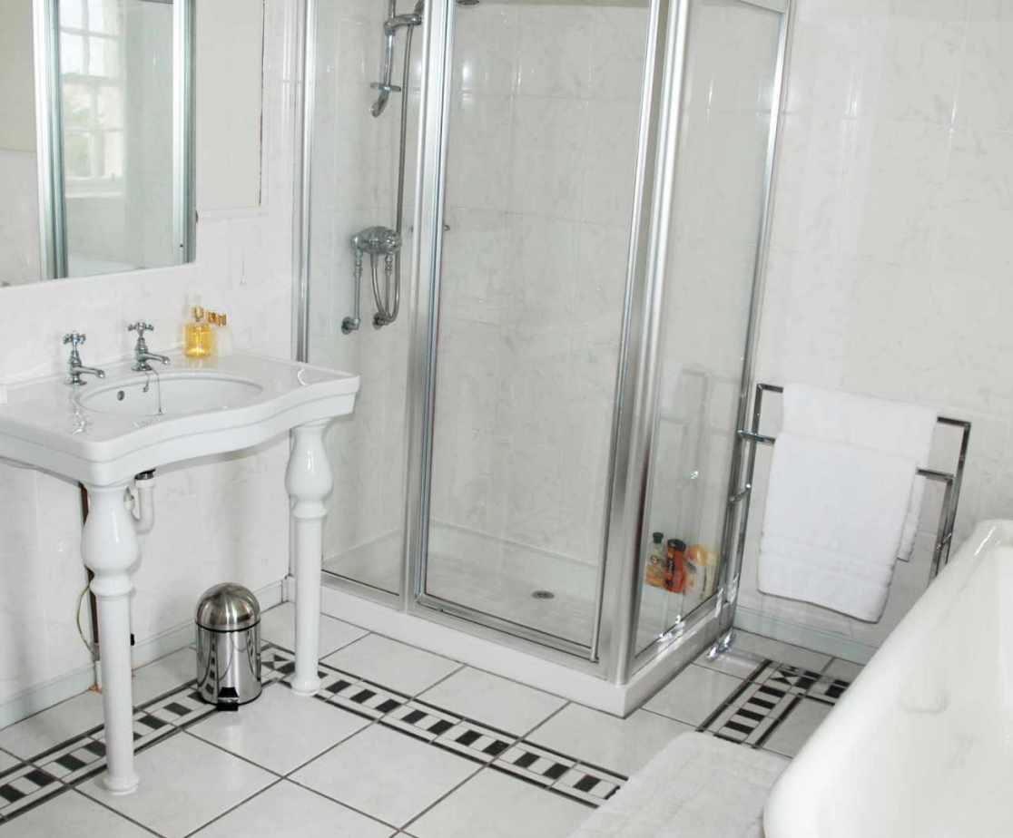 The en-suite bathroom for the \'Hippo\' bedroom