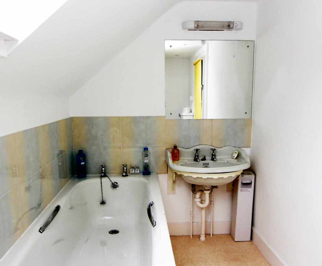 Top floor shared bathroom