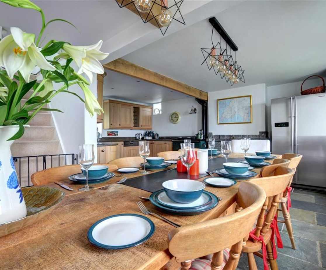 FL006 - Dining Room