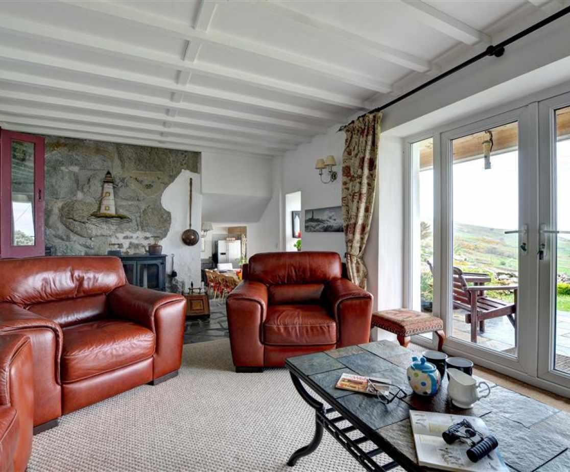 FL006 - Second Sitting Room View 1