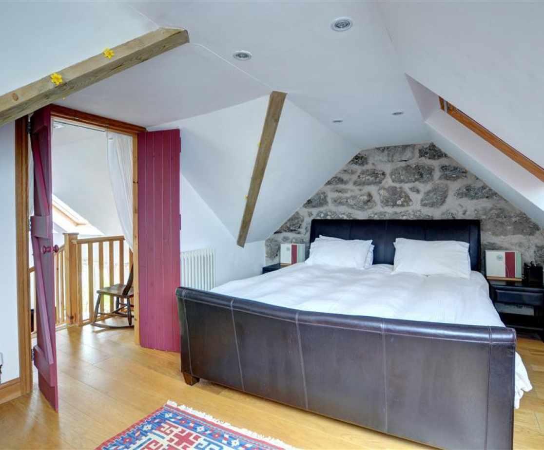 FL006 - Super King Size Bedroom View 1