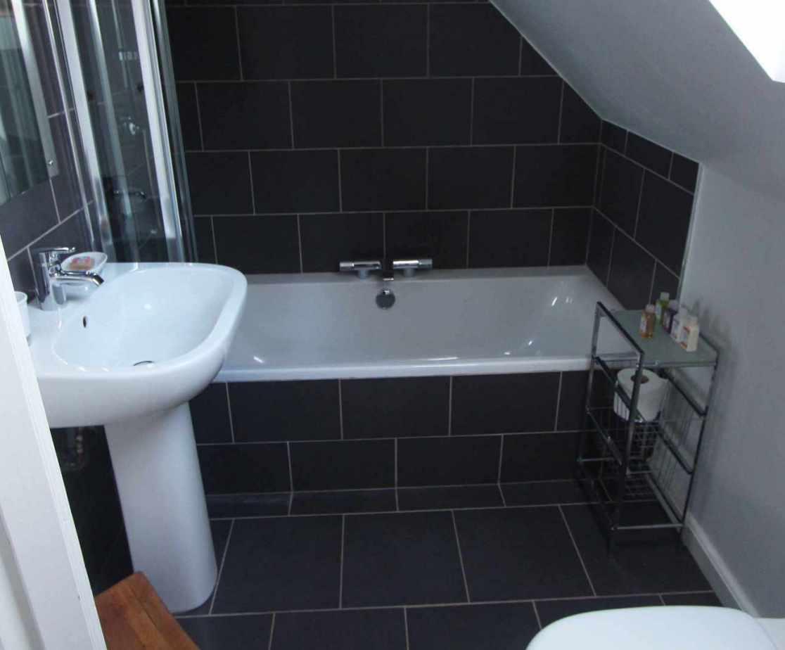 \'Harden of Scott\' bedroom\'s en-suite bathroom