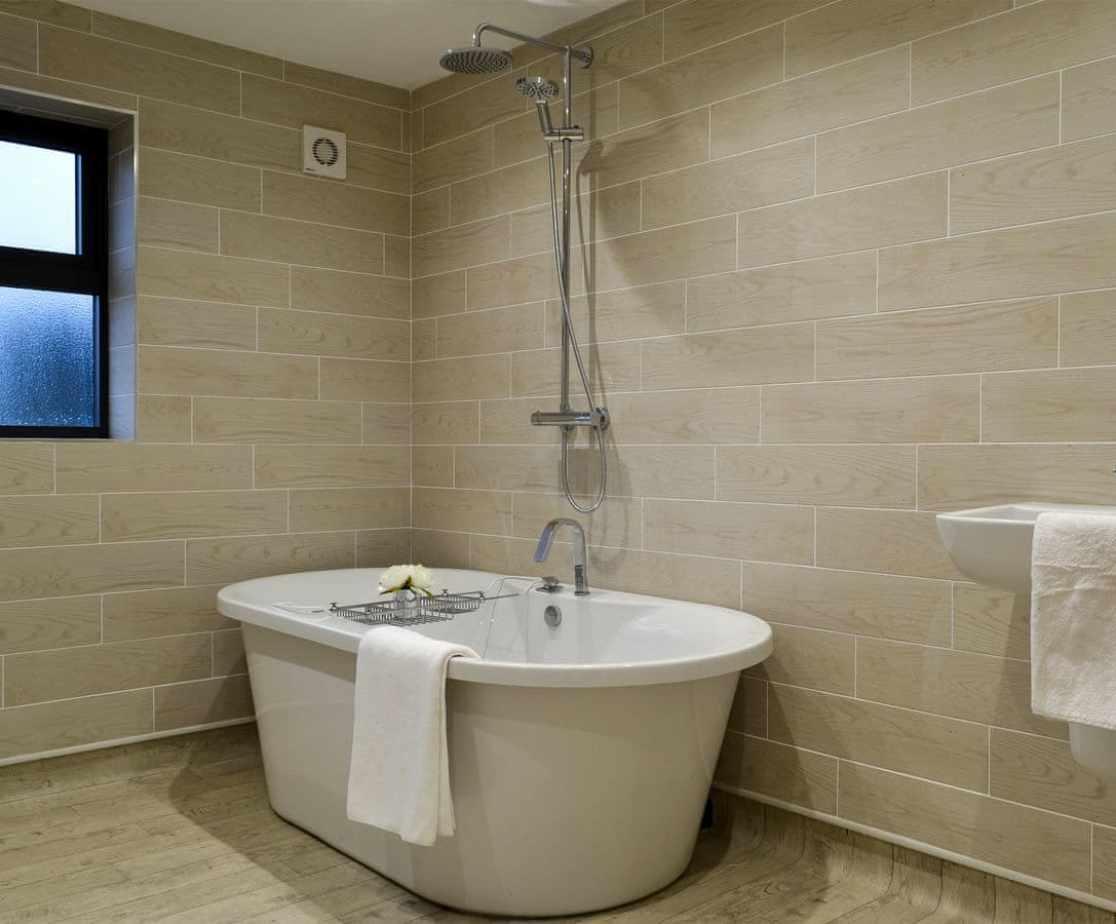 Relaxing en-suite bathroom