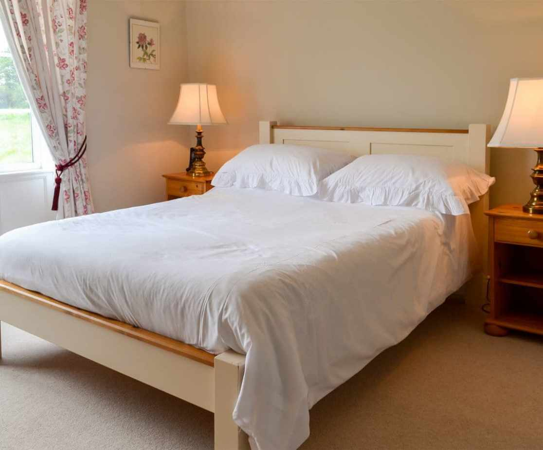 Attractive double bedroom with en-suite