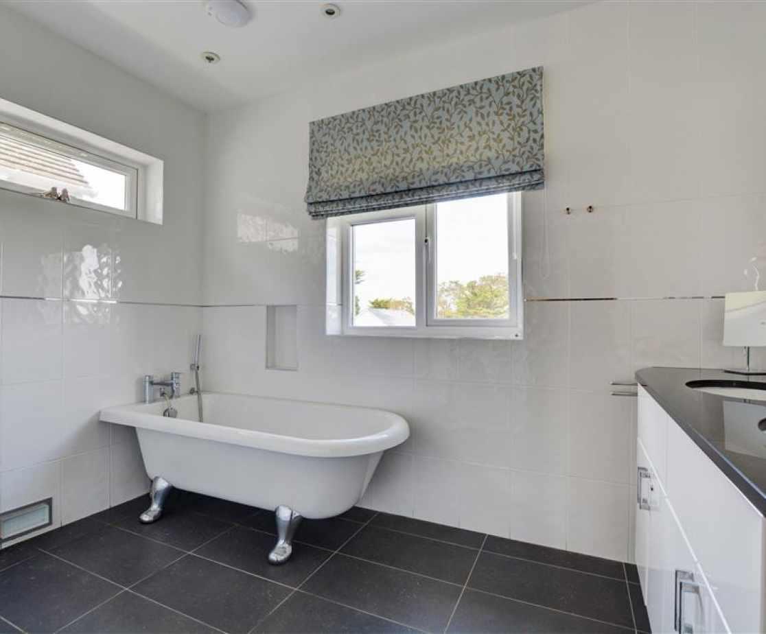 En suite Bathroom Bedroom 1