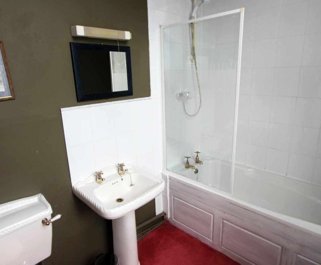 En suite bathroom for room no 7.