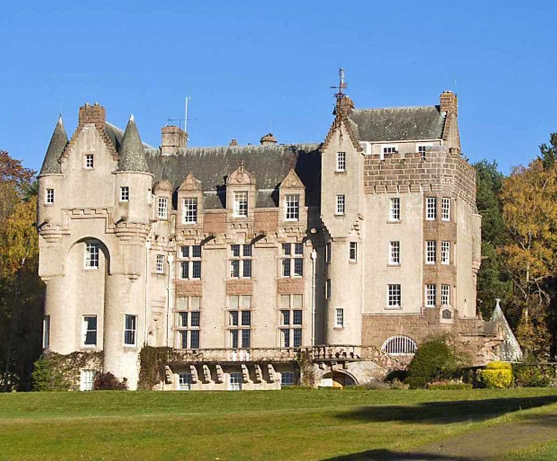 Stunning serviced castle in Ballater