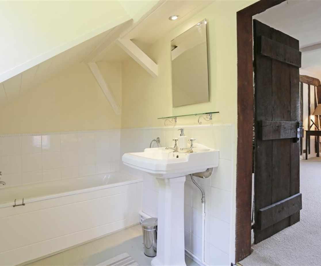En-Suite Bathroom to Bedroom 2