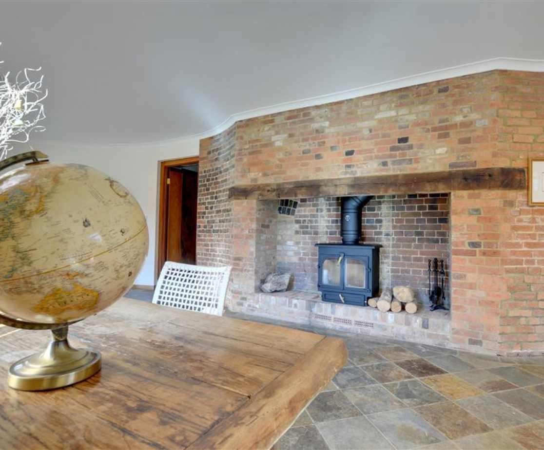 CB636 - Fireplace