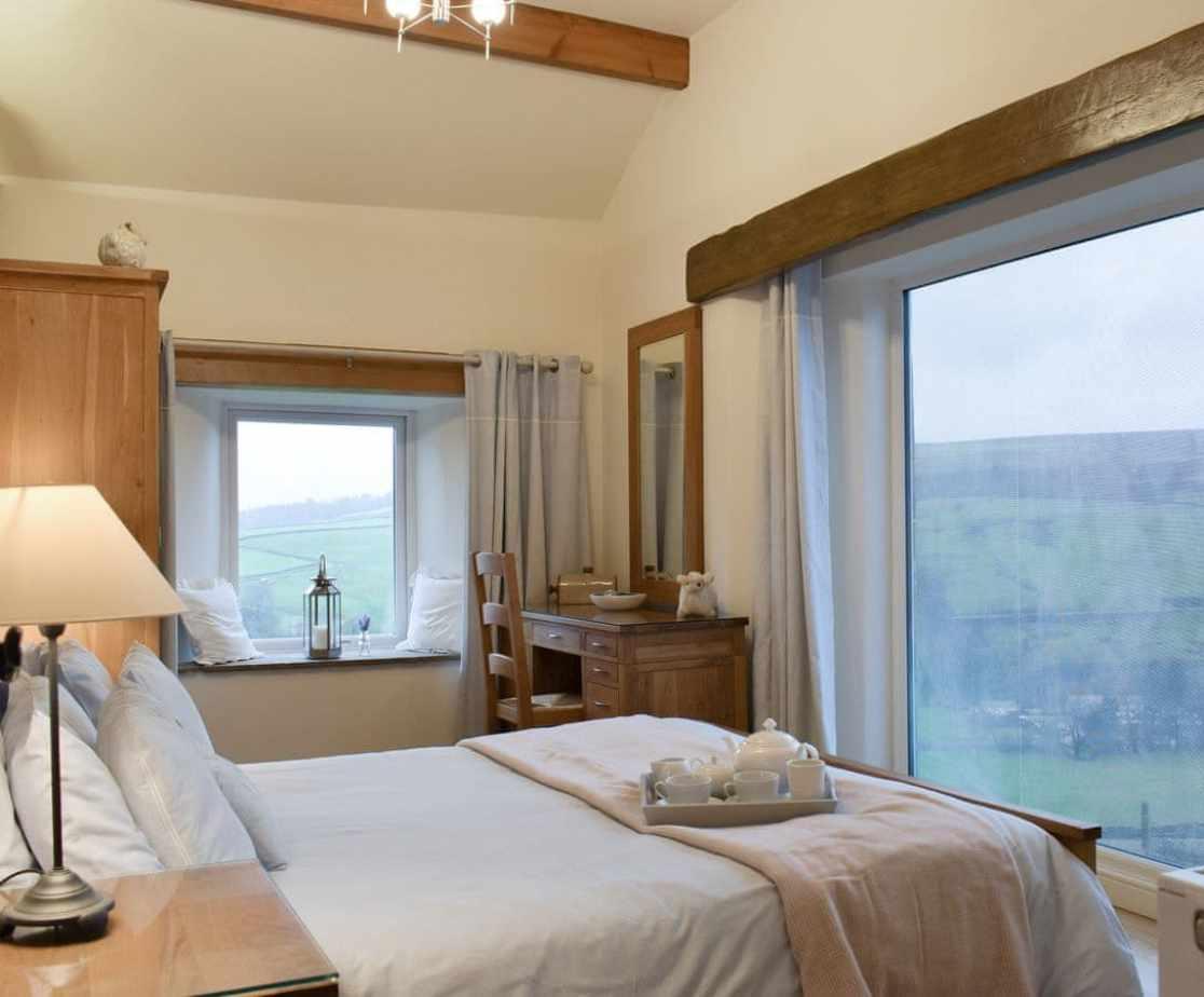 Attractive en-suite double bedroom