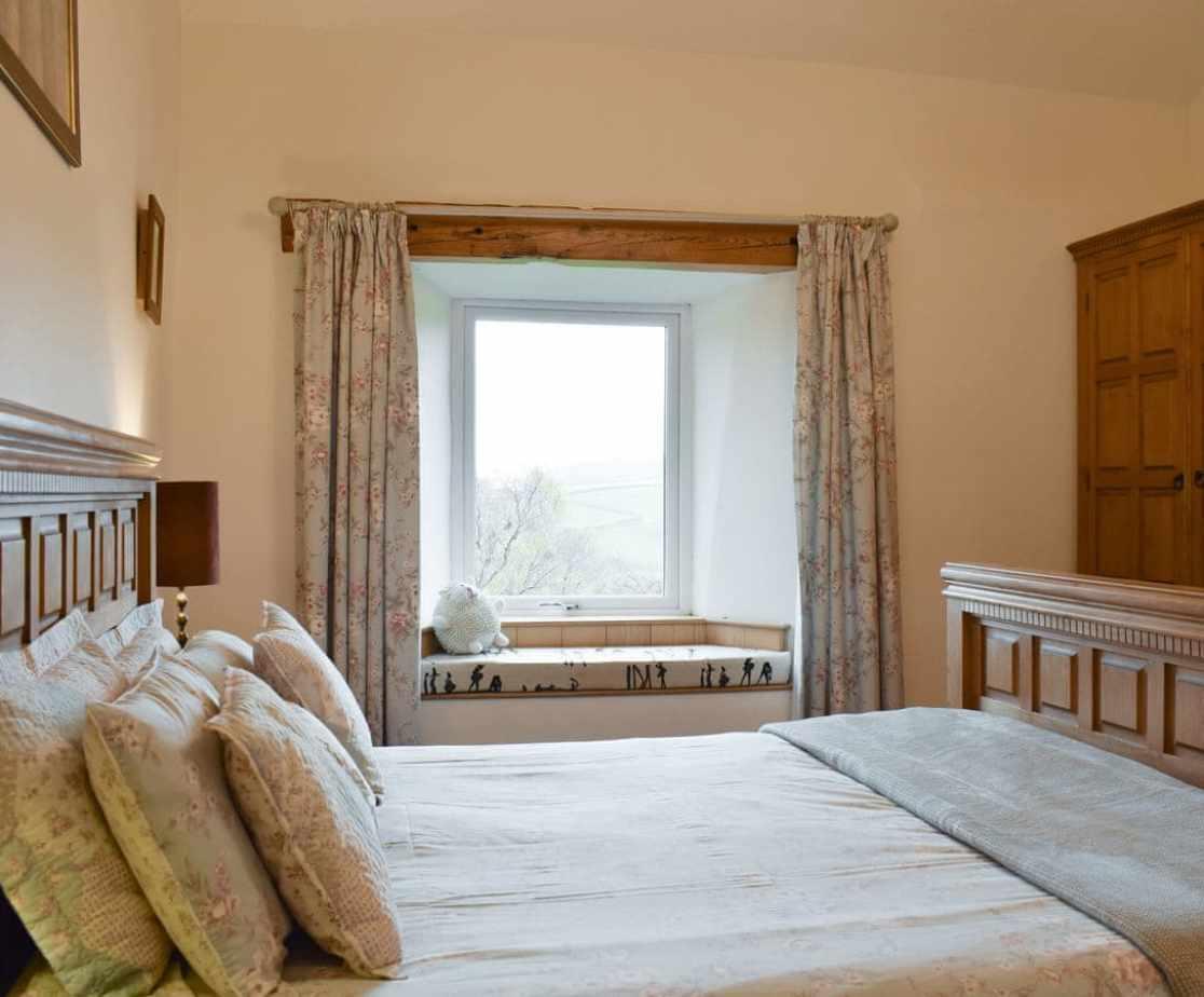 Relaxing en-suite double bedroom