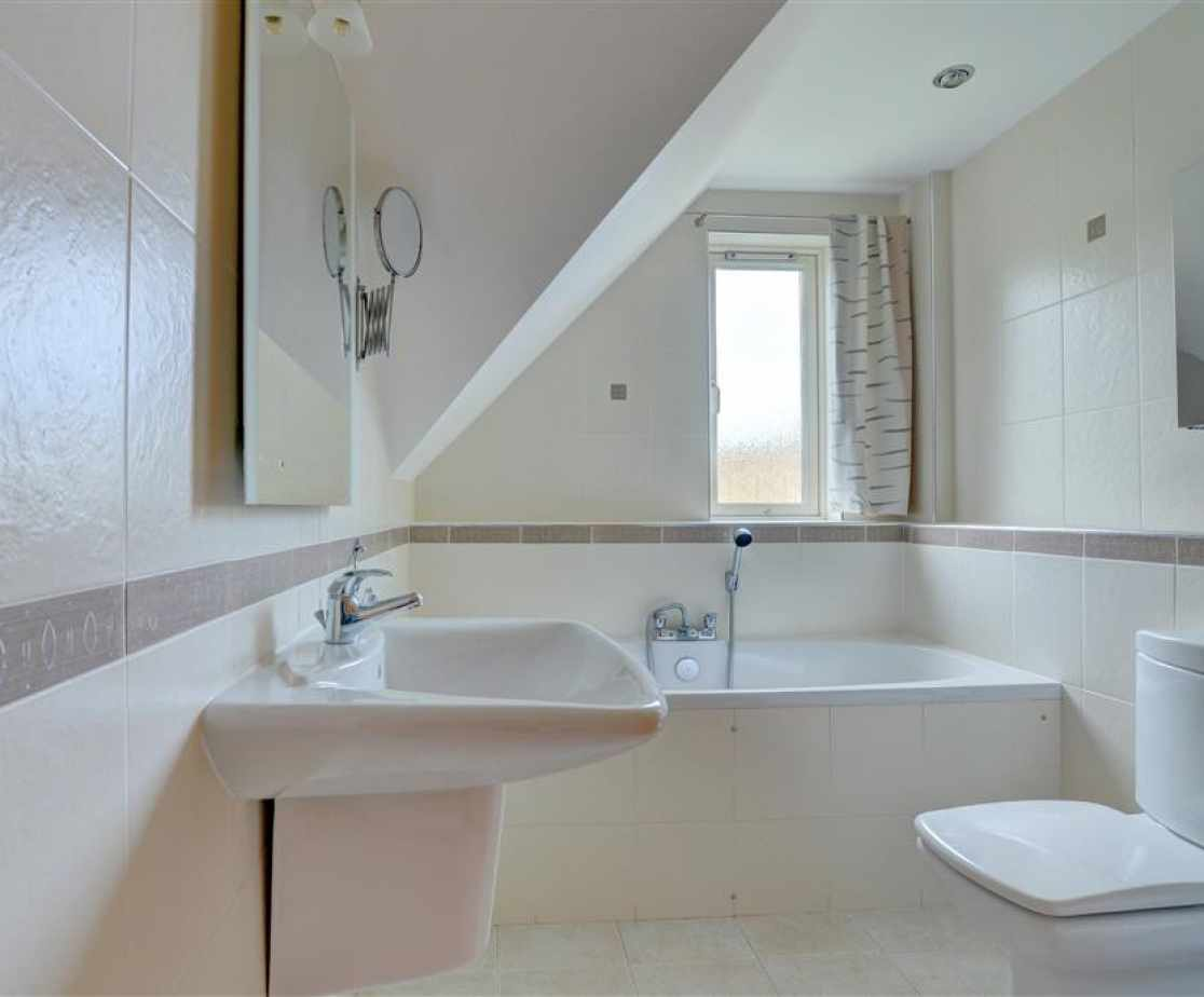 Ensuite bathroom with bath, WC and basin