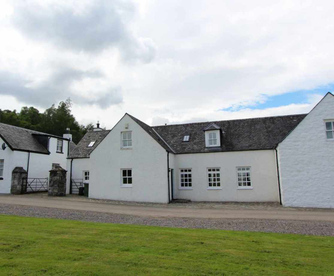 This holiday home is located in the Highlands near Loch Ness