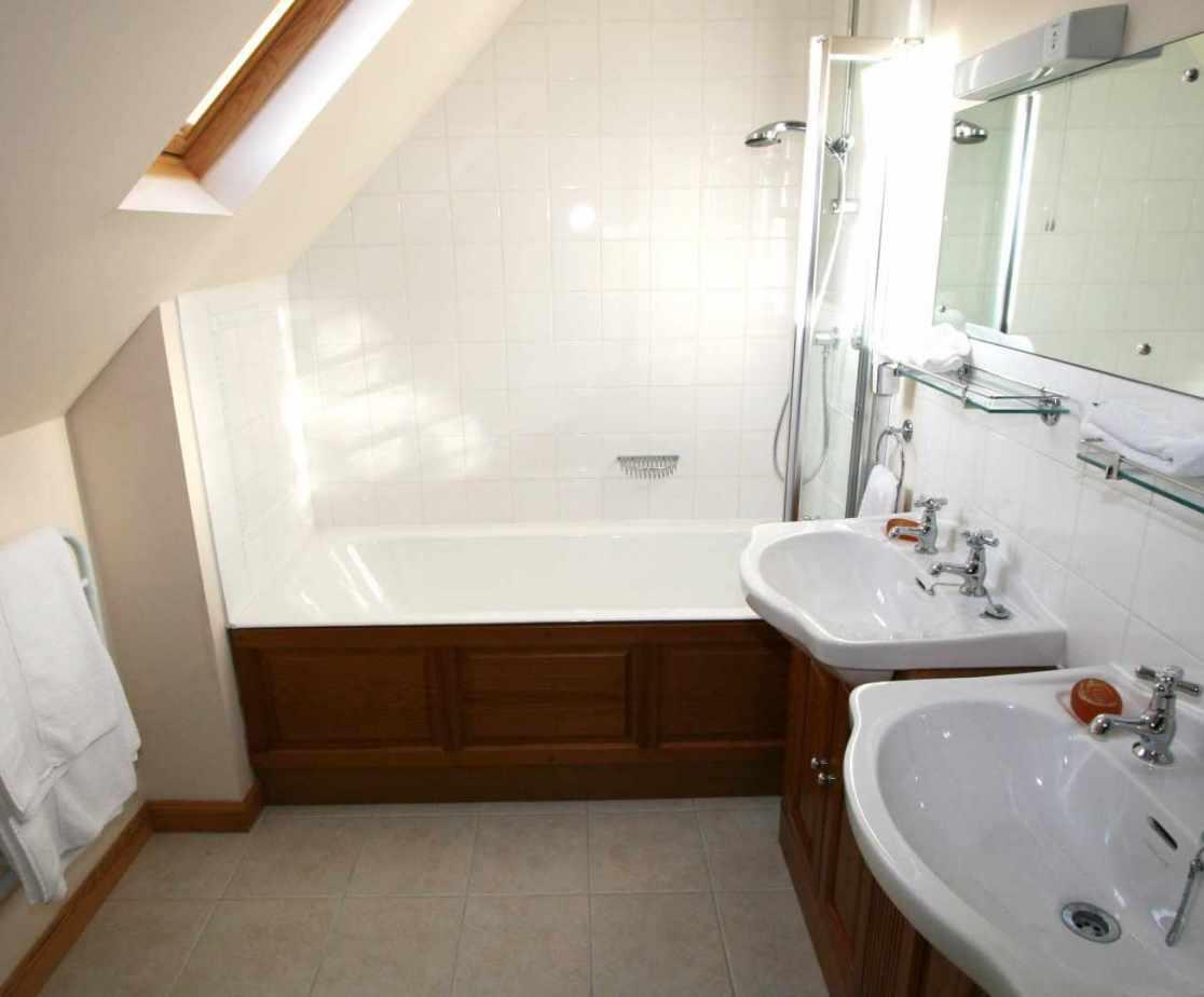 En suite bathroom, first floor