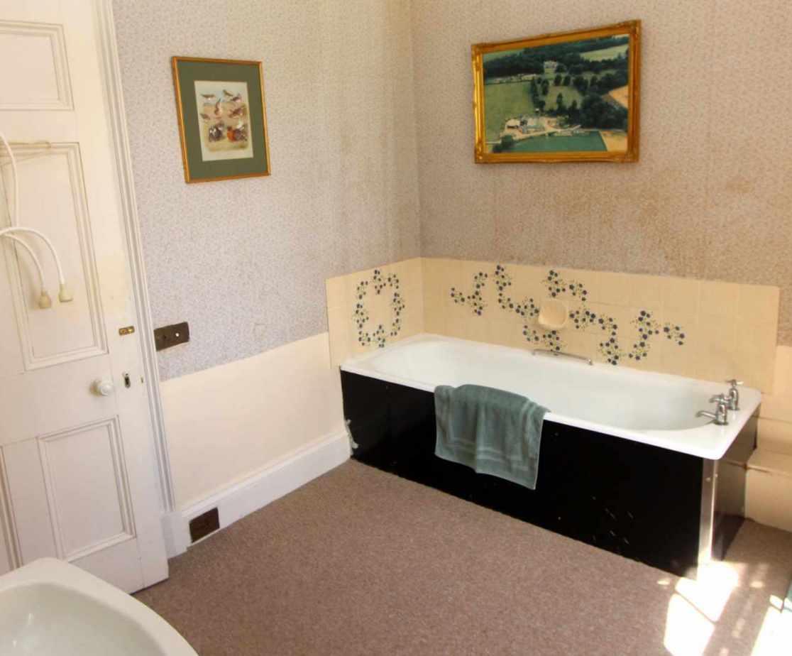 En-suite bathroom for the \'Laird\'s\' bedroom, first floor