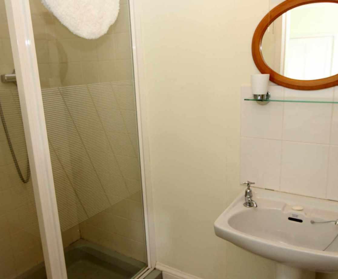 En-suite for \'Alex\' double bedroom on the second floor