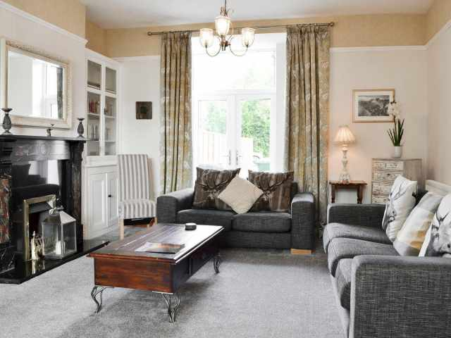 Immaculately presented lounge