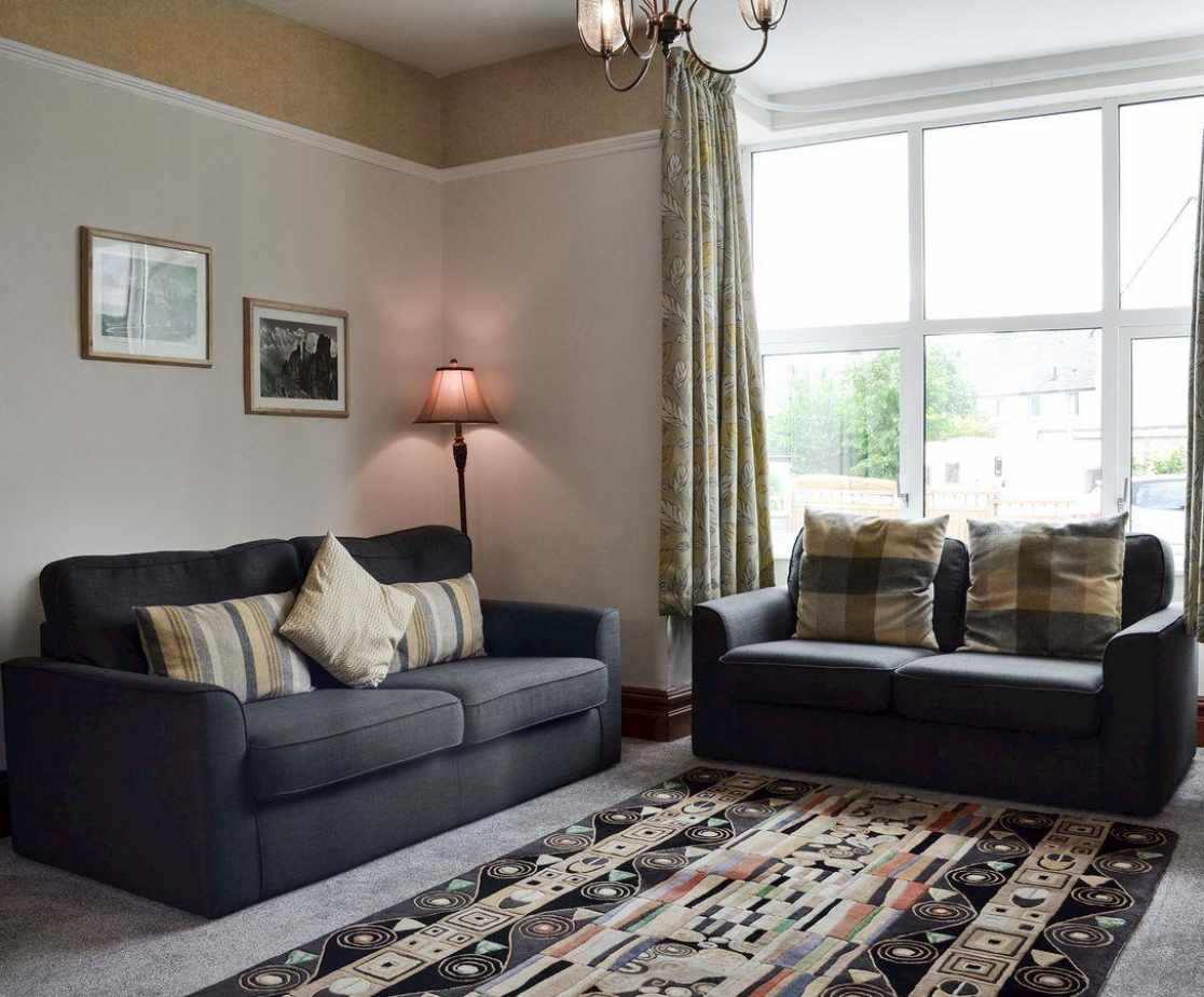 Tastefully furnished lounge