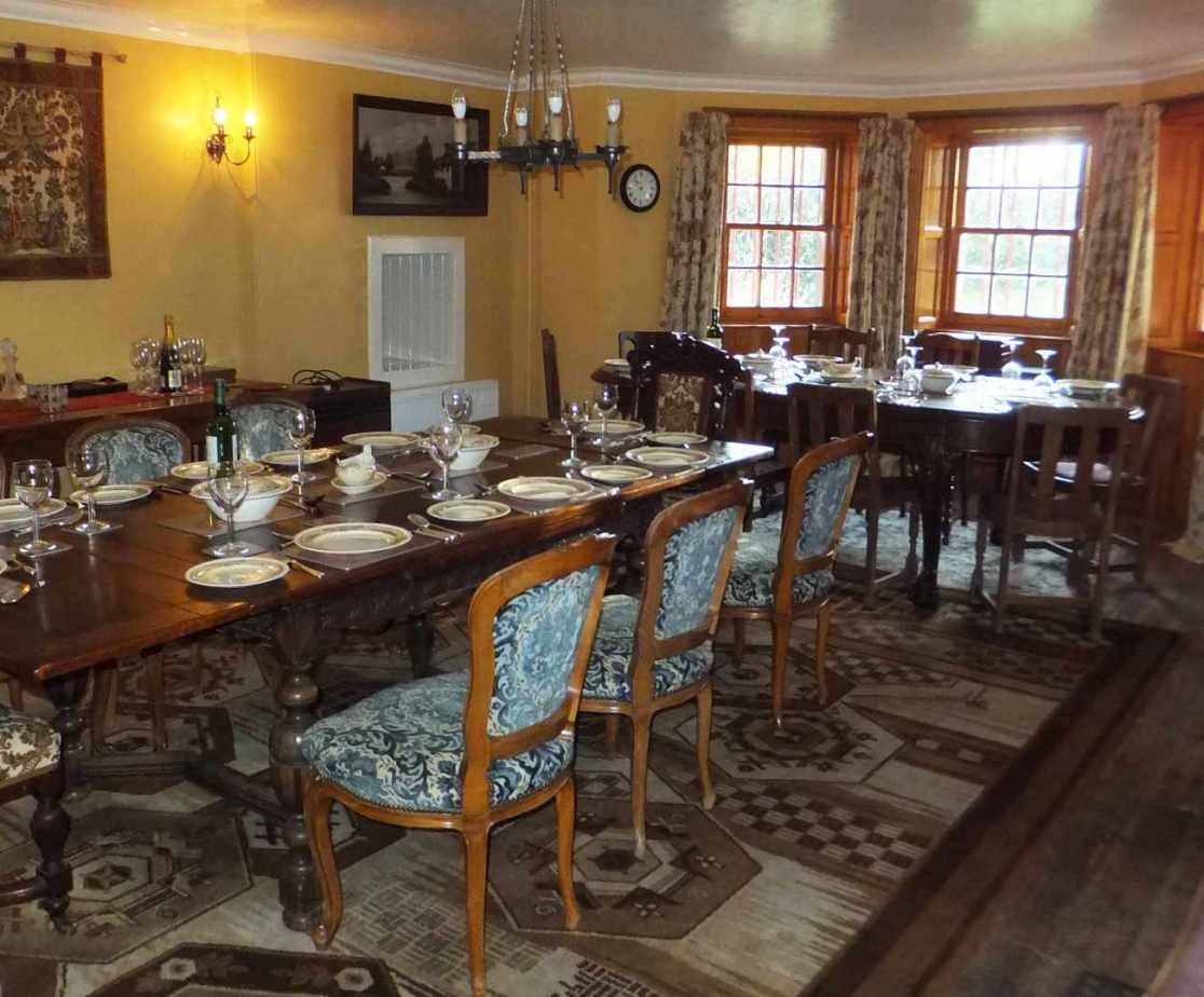 The dining room tables can be joined or remain separate
