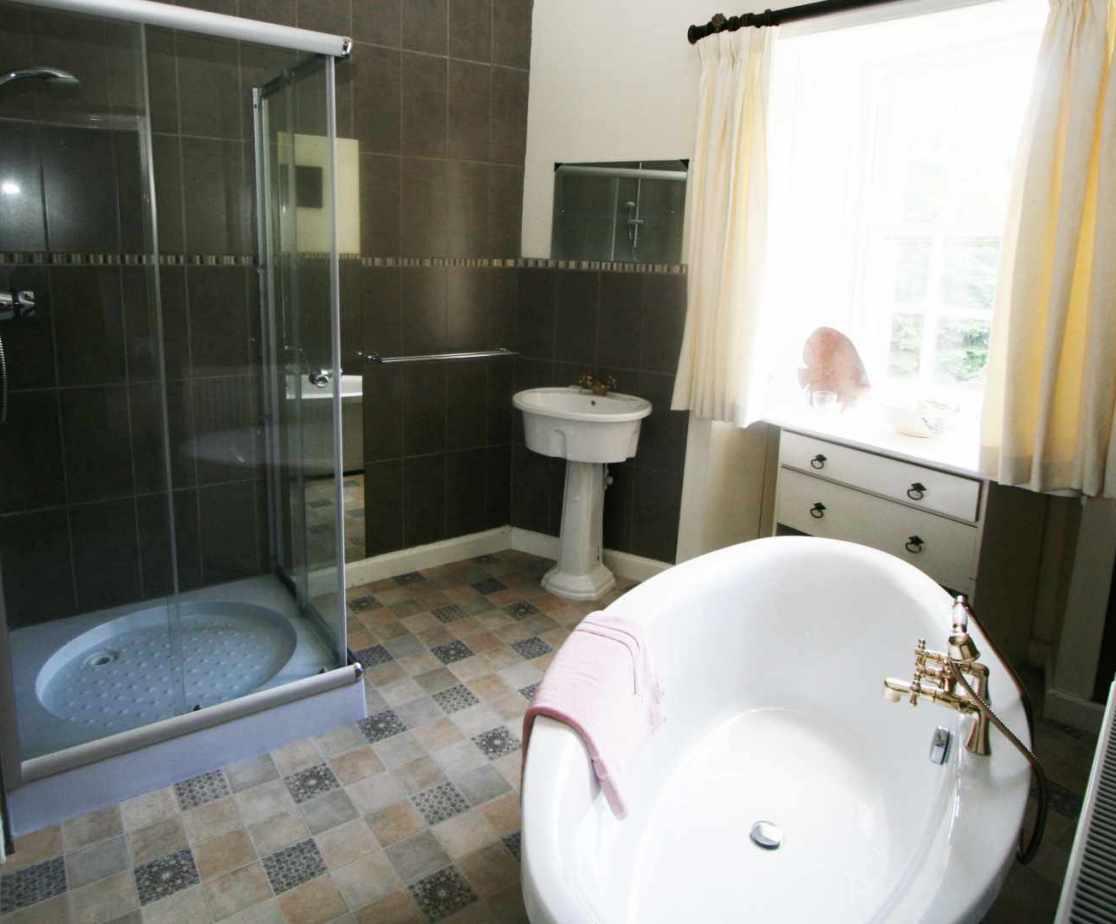 En-suite  bathroom for room 2