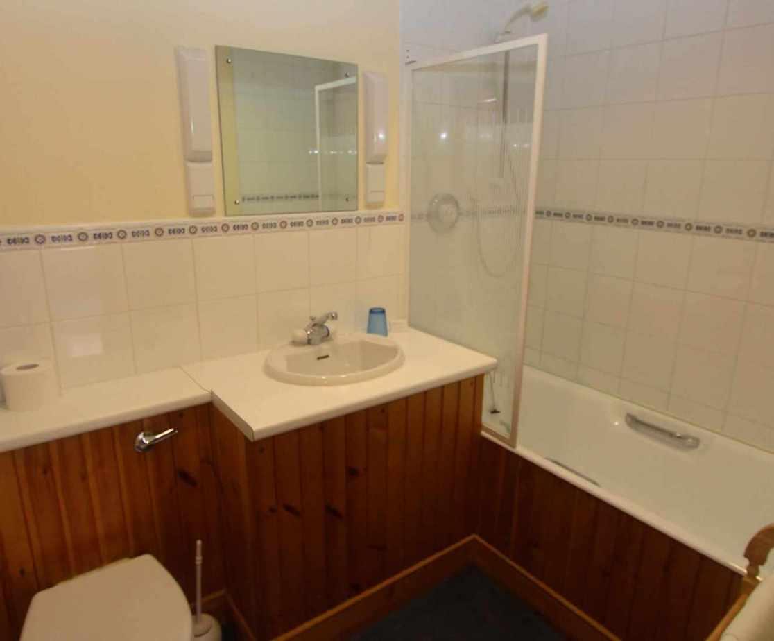 En-suite bathroom for bedroom no 1