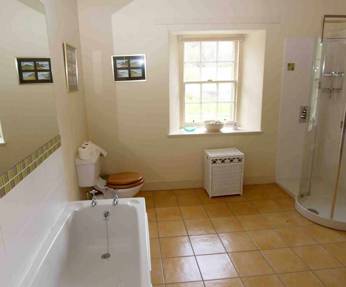 En-suite bathroom for bedroom 4