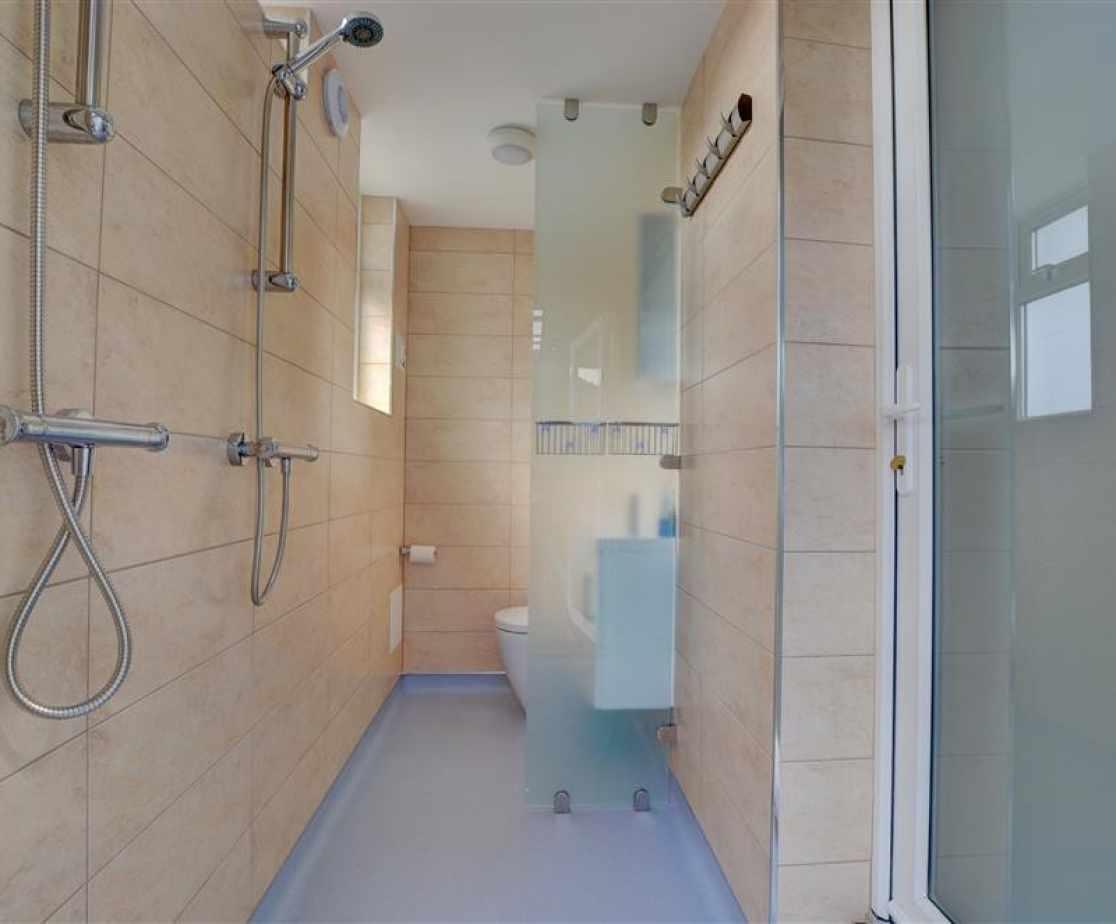 Double shower wet room