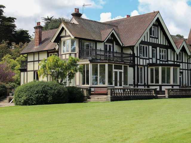 Spacious Victorian villa set in a 9 acre estate