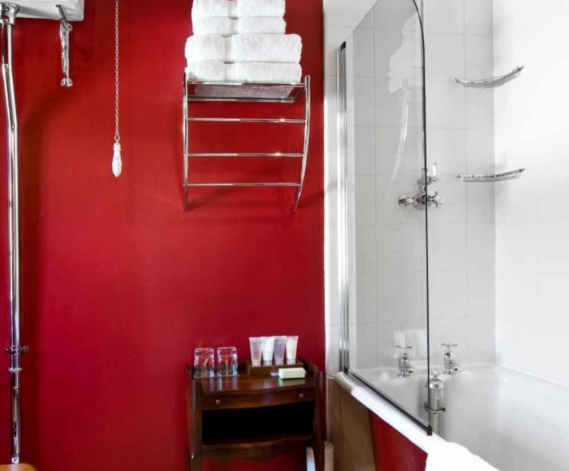 Castellated Luxury Mansion - bathroom