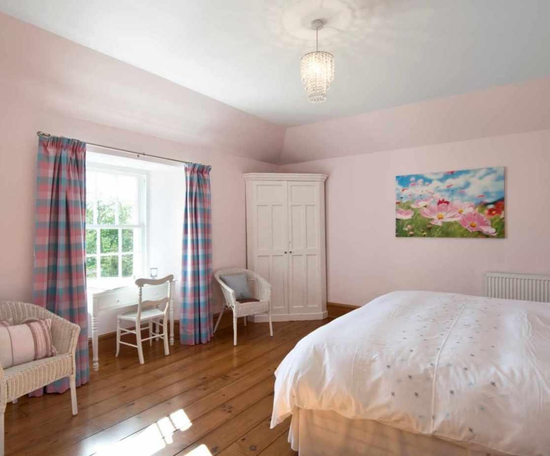 Castellated Luxury Mansion - bedroom