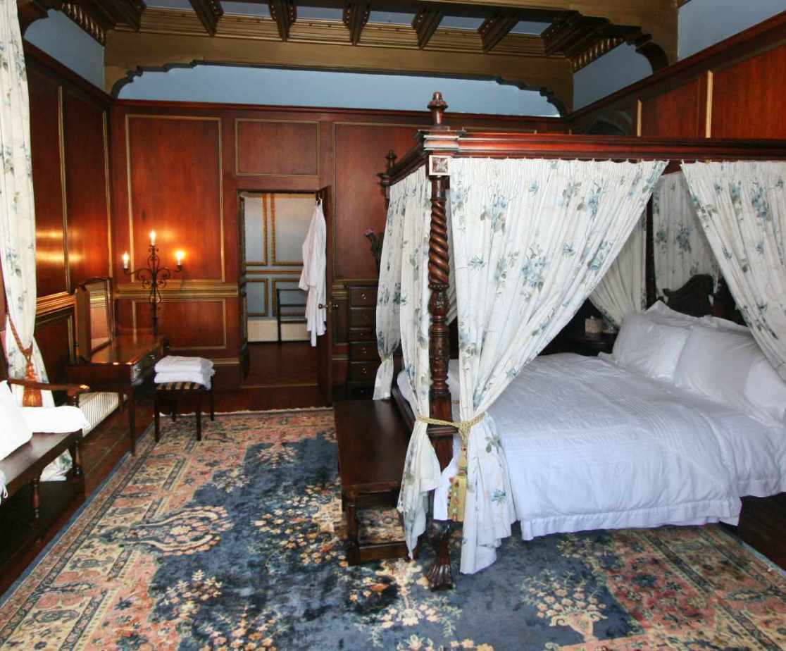 \'Master\' bedroom, with ensuite bathroom. All castles should have lots of four poster beds.