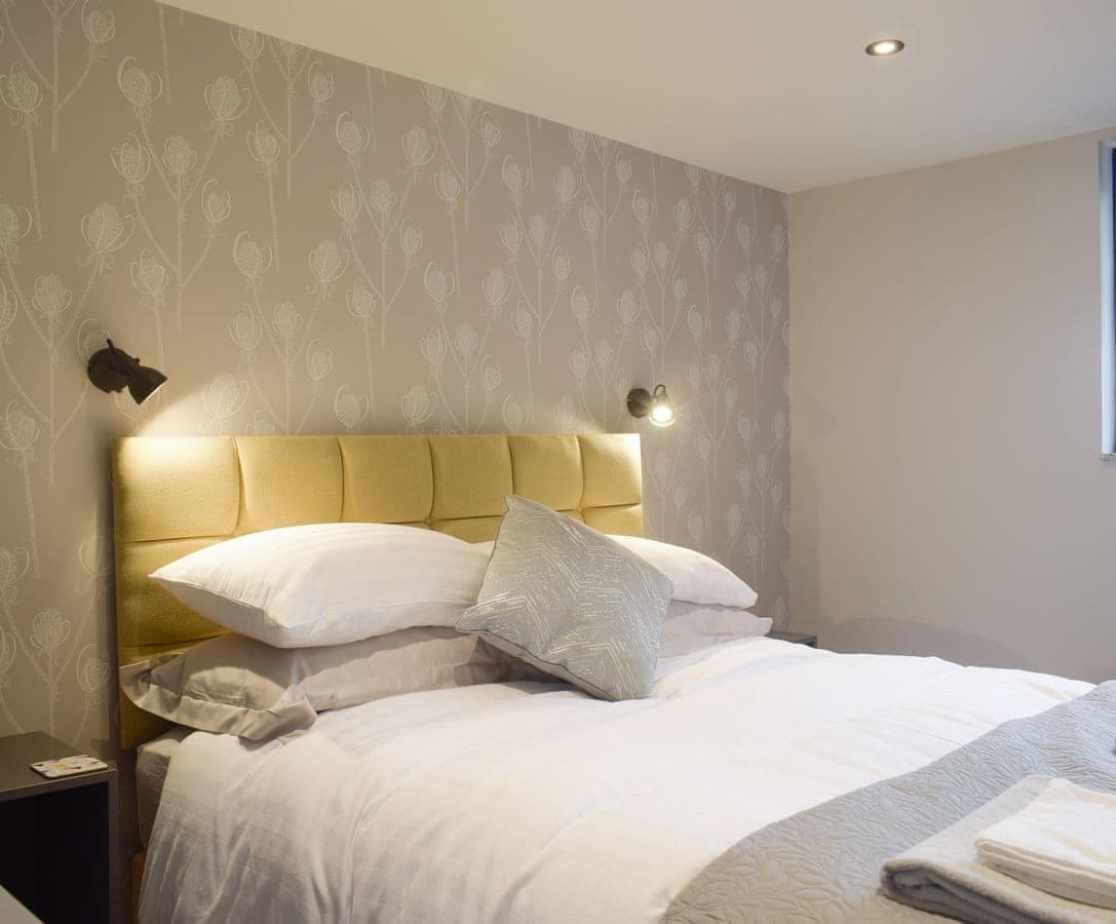 Attractive double bedroom