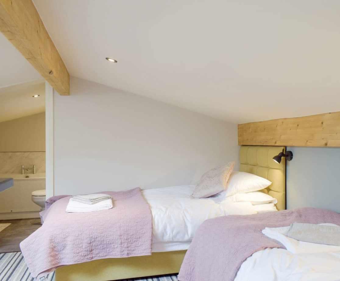 Relaxing en-suite twin bedroom