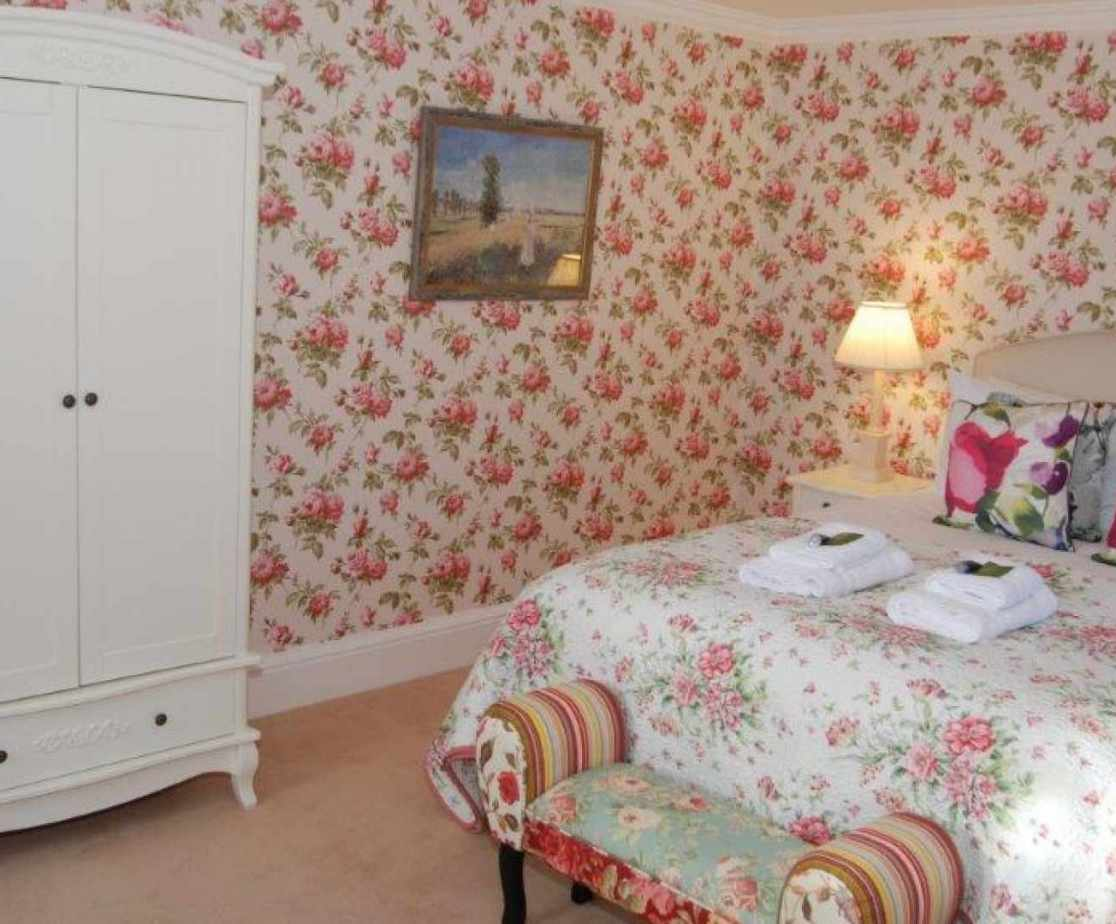 \'Dumyat\' Double bedroom on the first floor, bright and comfortable