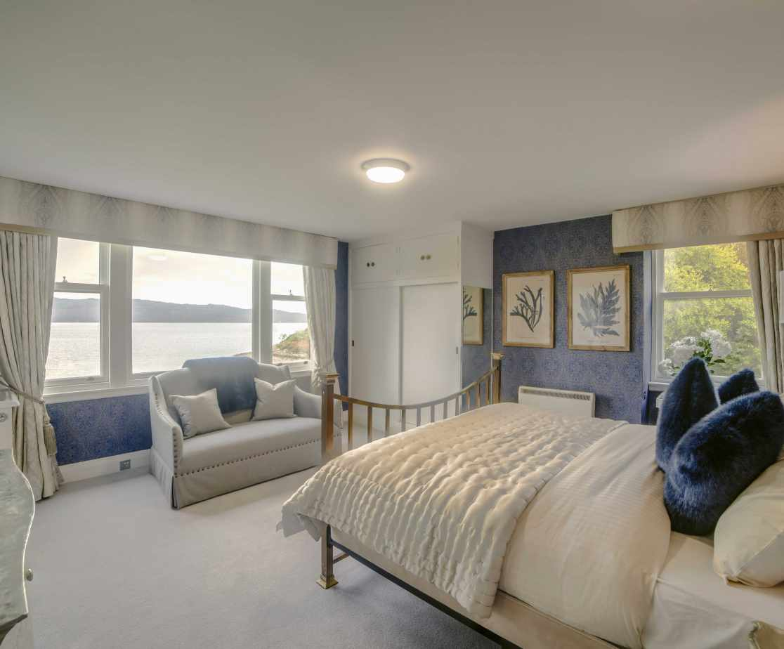 Fab double bedroom with view over Loch Fyne