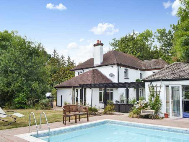 Welcoming, detached family home with pool
