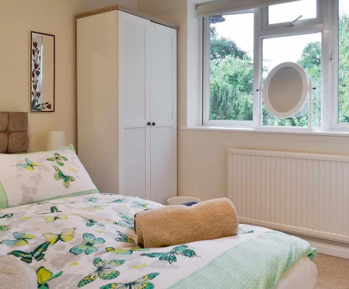 Light and airy en-suite double bedroom