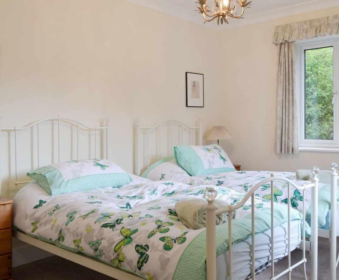 Good-sized en-suite twin bedroom