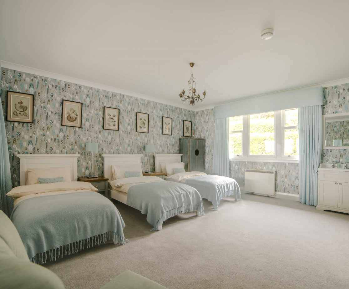 Large attractive triple room