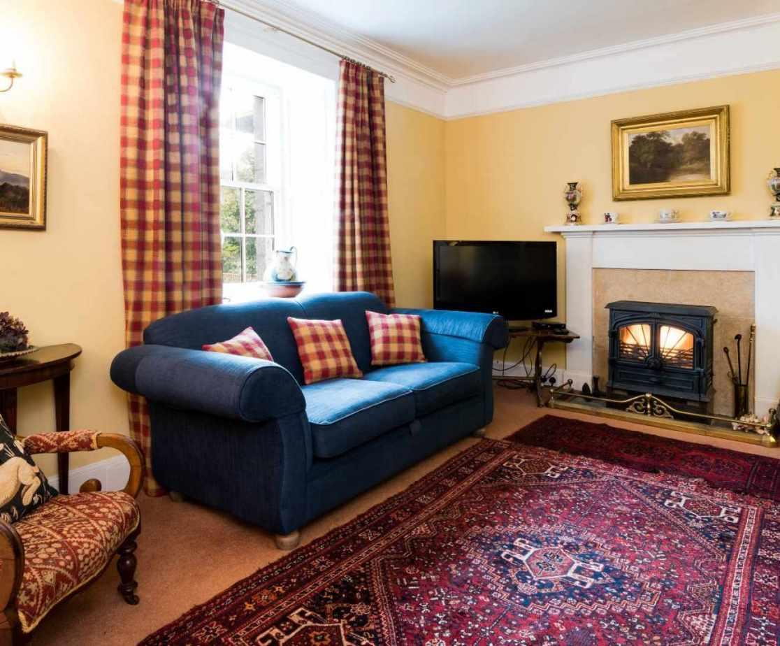 Light, spacious sitting room