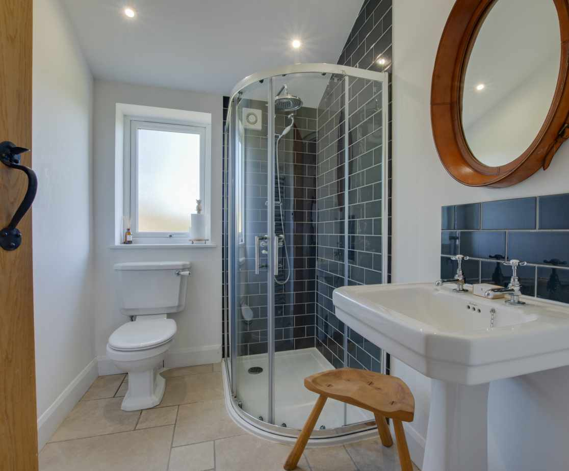 Ensuite with leather mirror & white luxury towels and toiletries
