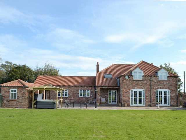 Stunning holiday home with large lawned garden