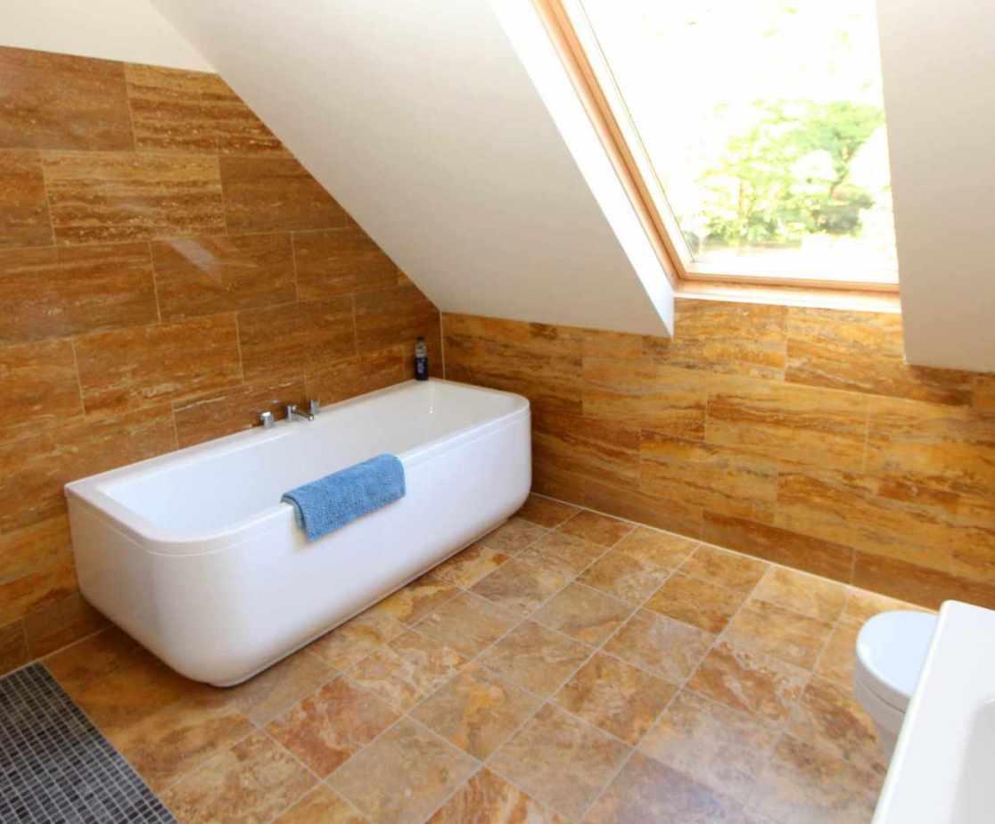 shared bathroom near bedroom 7