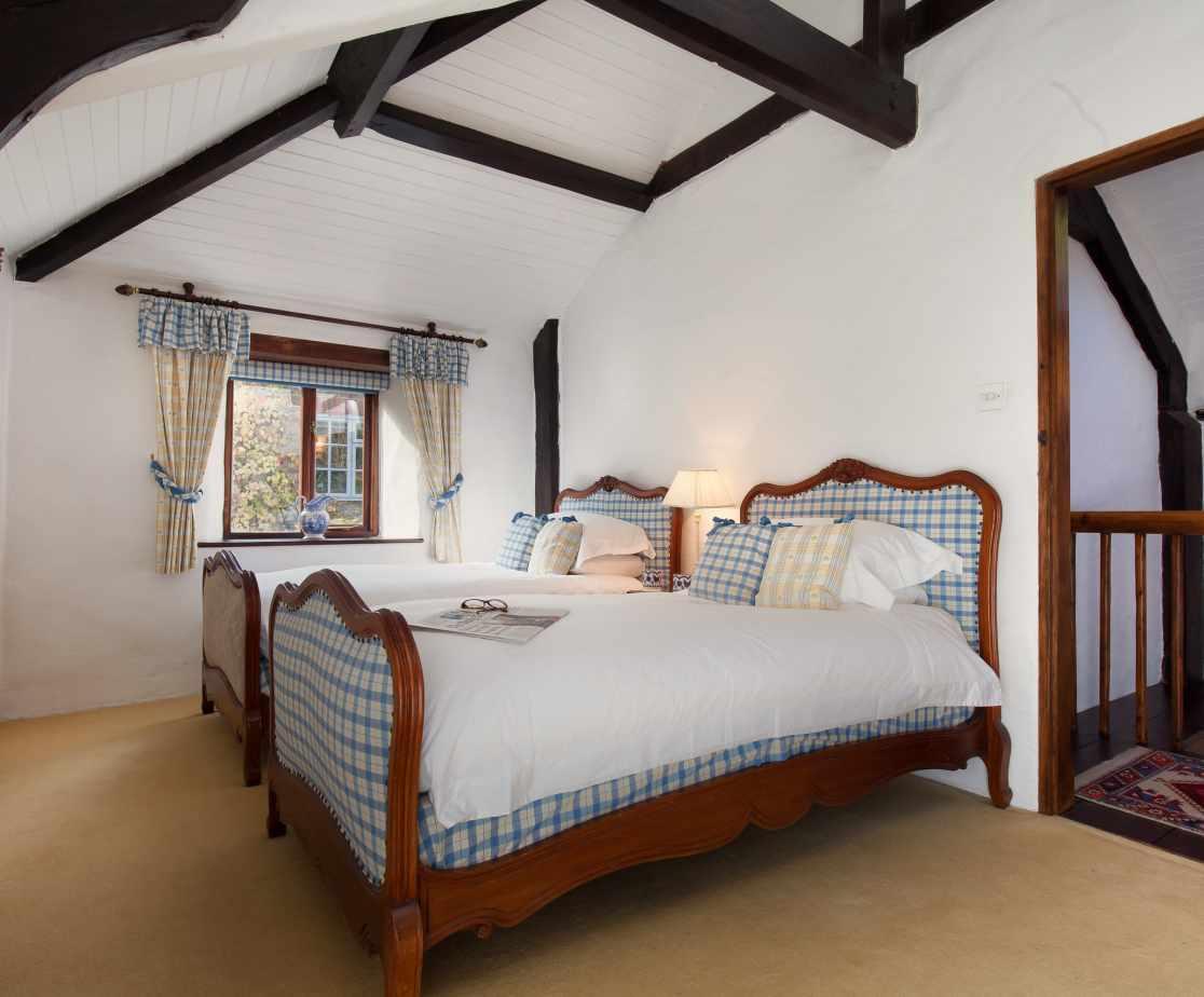 Hutchinghayes Barn 2nd twin bedroom