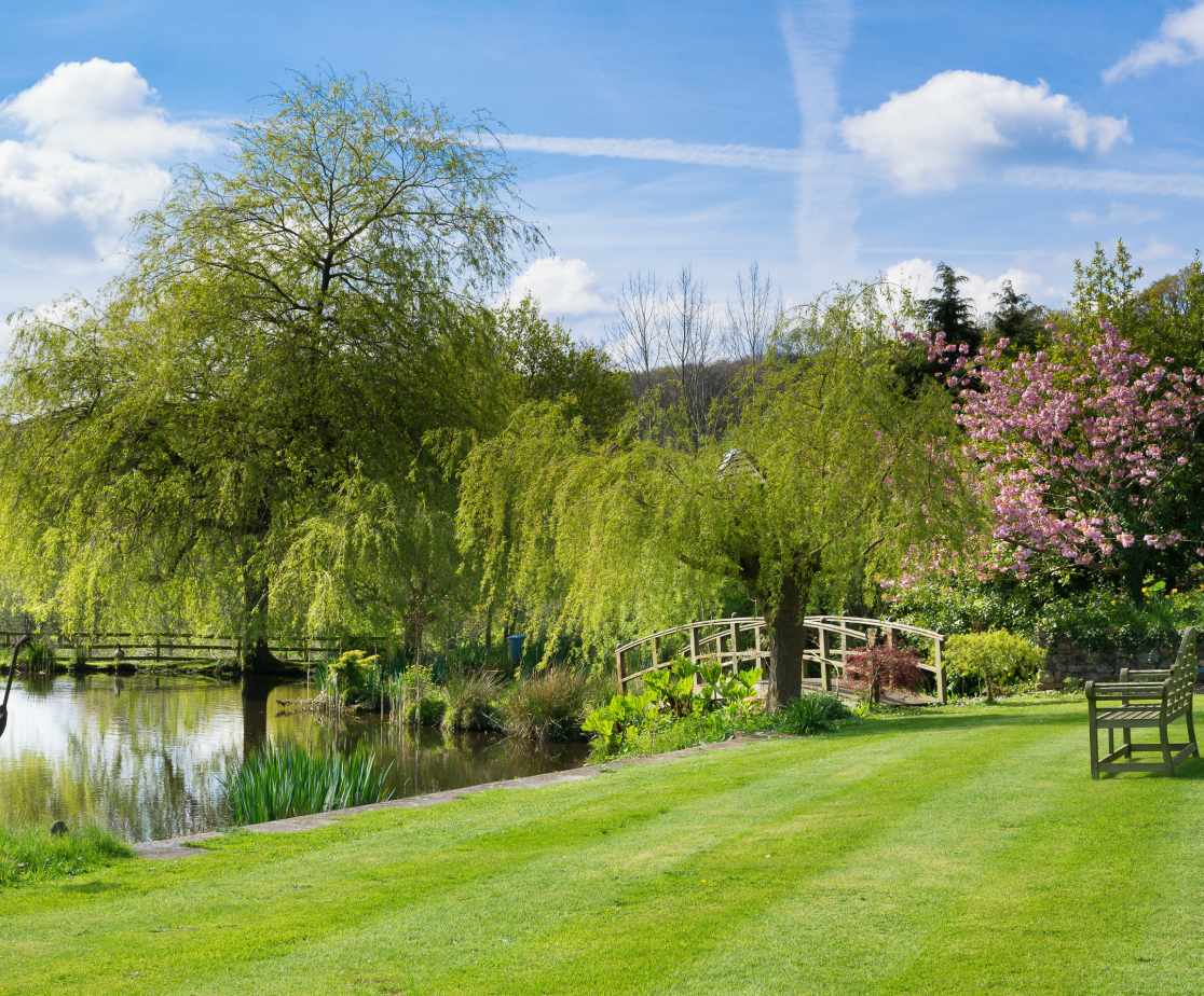 Hutchinghayes beautiful gardens & lakes