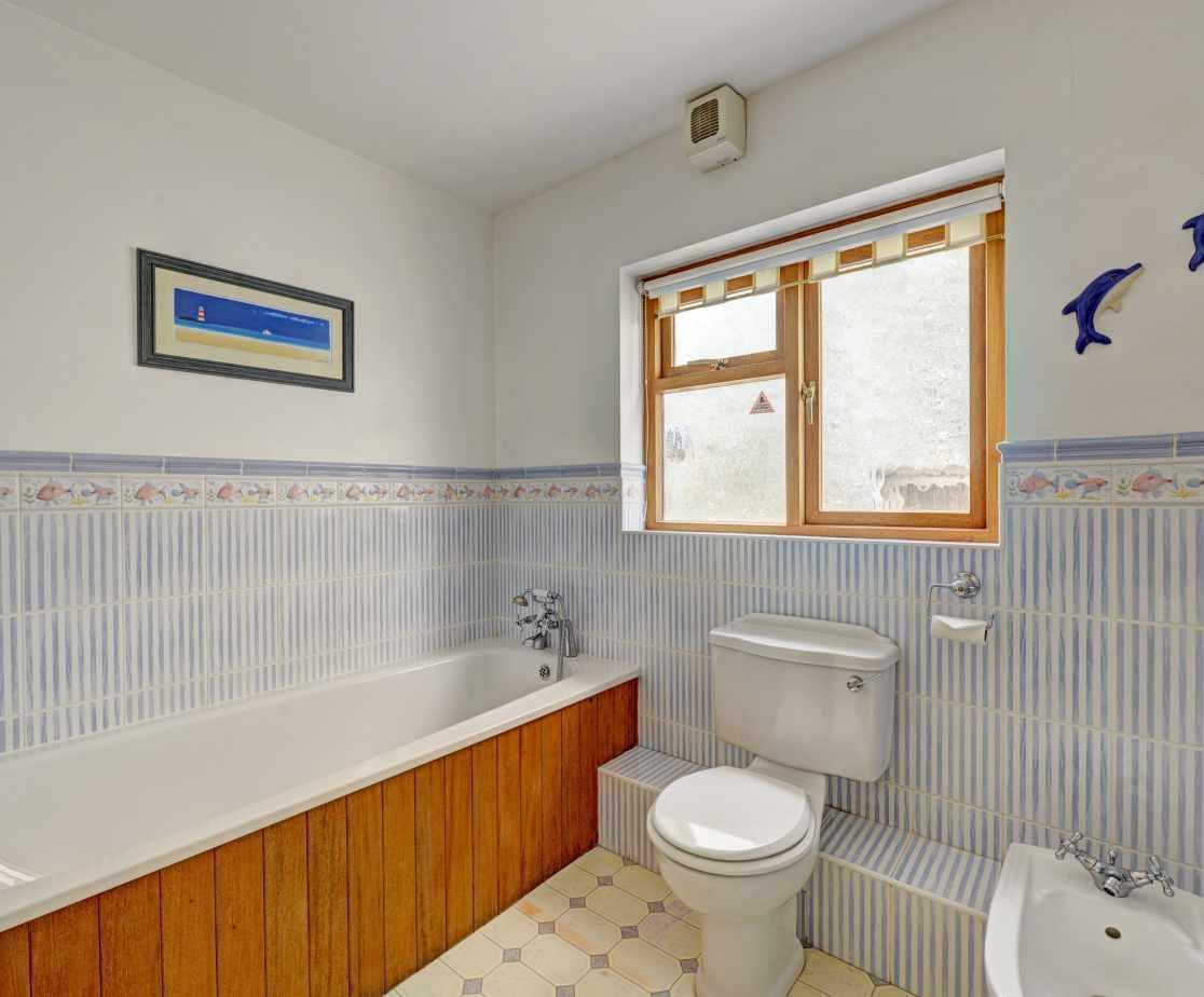 family accommodation sleeping 10 bathroom