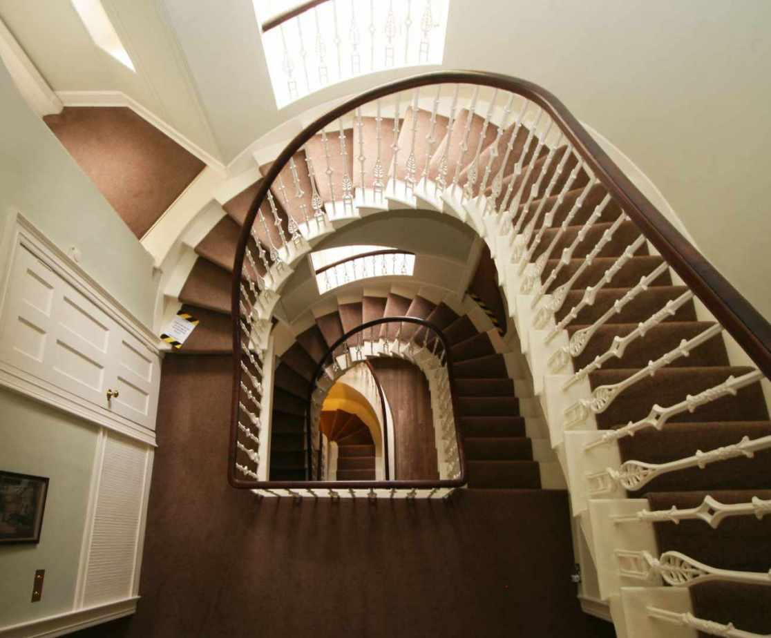 The impressive stairs takes you to the bedrooms