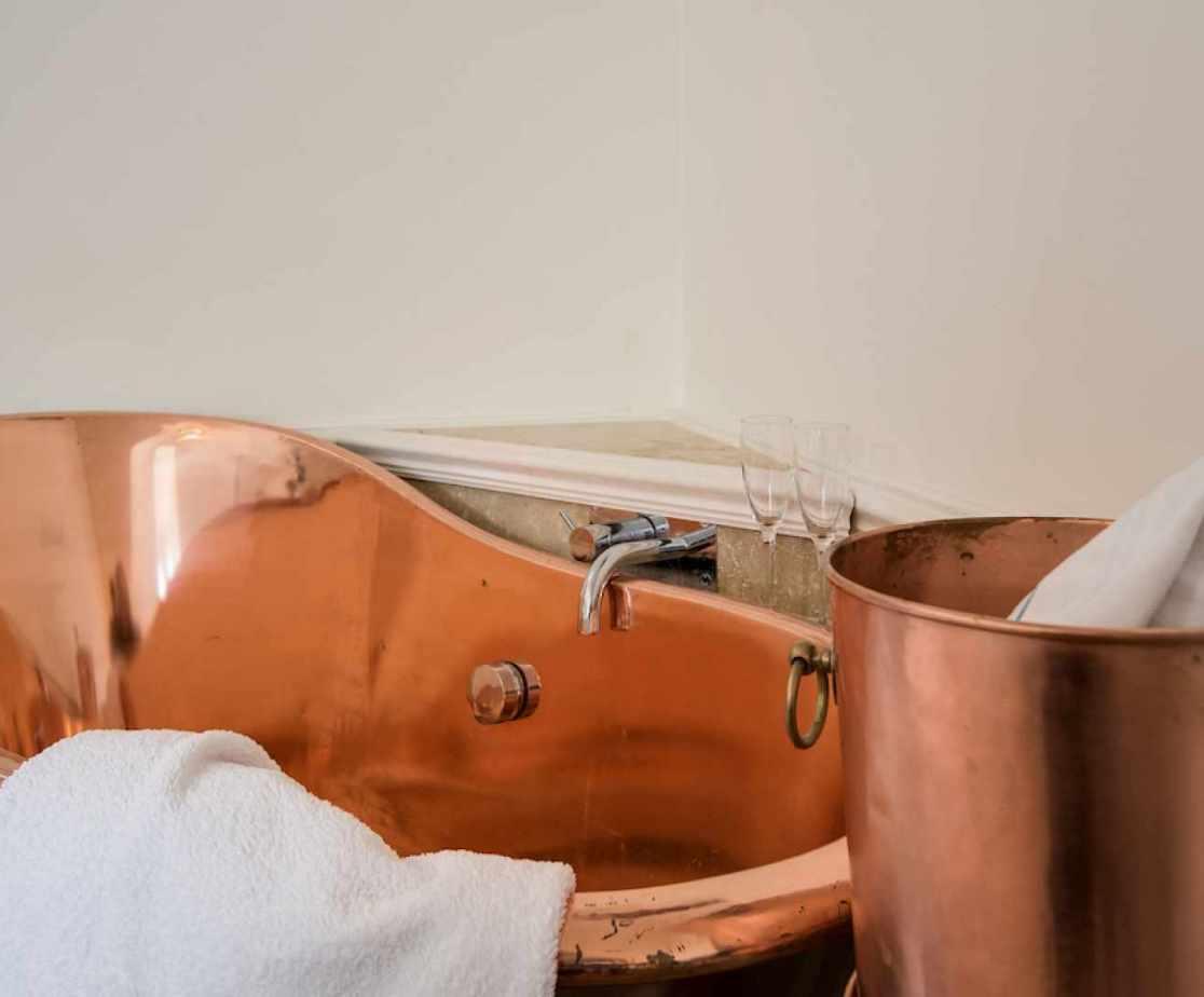 Stunning feature copper bath